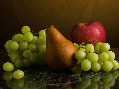 05 pears and grapes